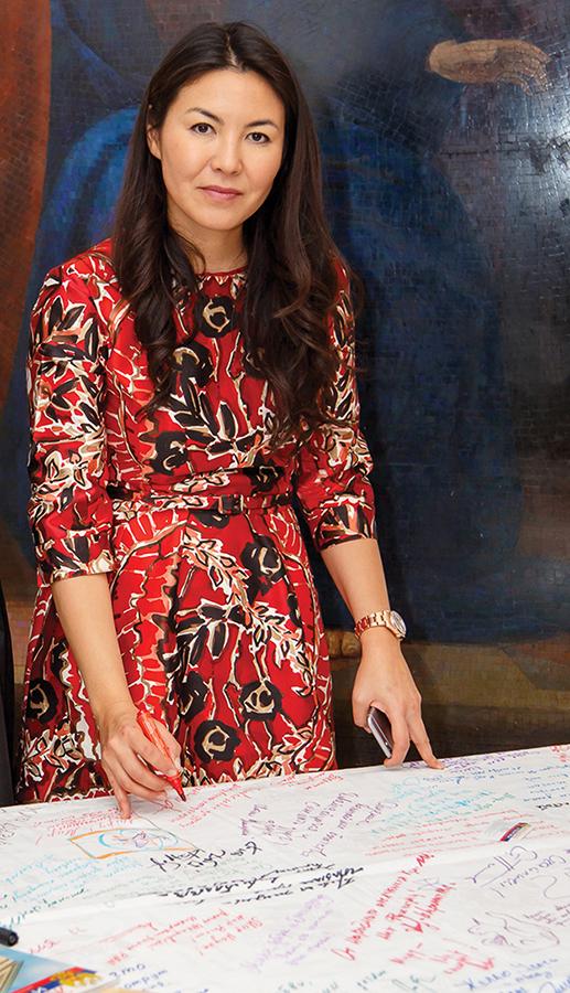 Скатерть мира поддержал выдающийся ученый, политик, государственный и общественный деятель Аскар Акаевич Акаев, его супруга Майрам Душейновна и их дочь Бермет Акаева.